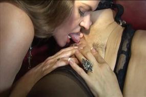 Девушка,на,девушке,,лесбиянок,,брюнетки,,зрелые,,мамаша,,большие,сиськи,,целовать,,киска,питания,,игрушки,,чулки,,клитор,трения,,Facesitting