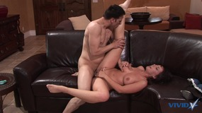 Hot babe gives a huge pole a blowie then fucks