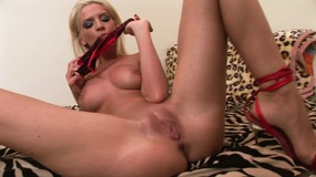 babe,,blonde,,striptease,,panties,,cootchie,stuffing,,fingering,,smooth-shaven,pussy,,masturbation,,solo,girl,,hungarian