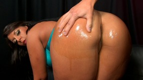 Oily slut get her ass bounced by this...
