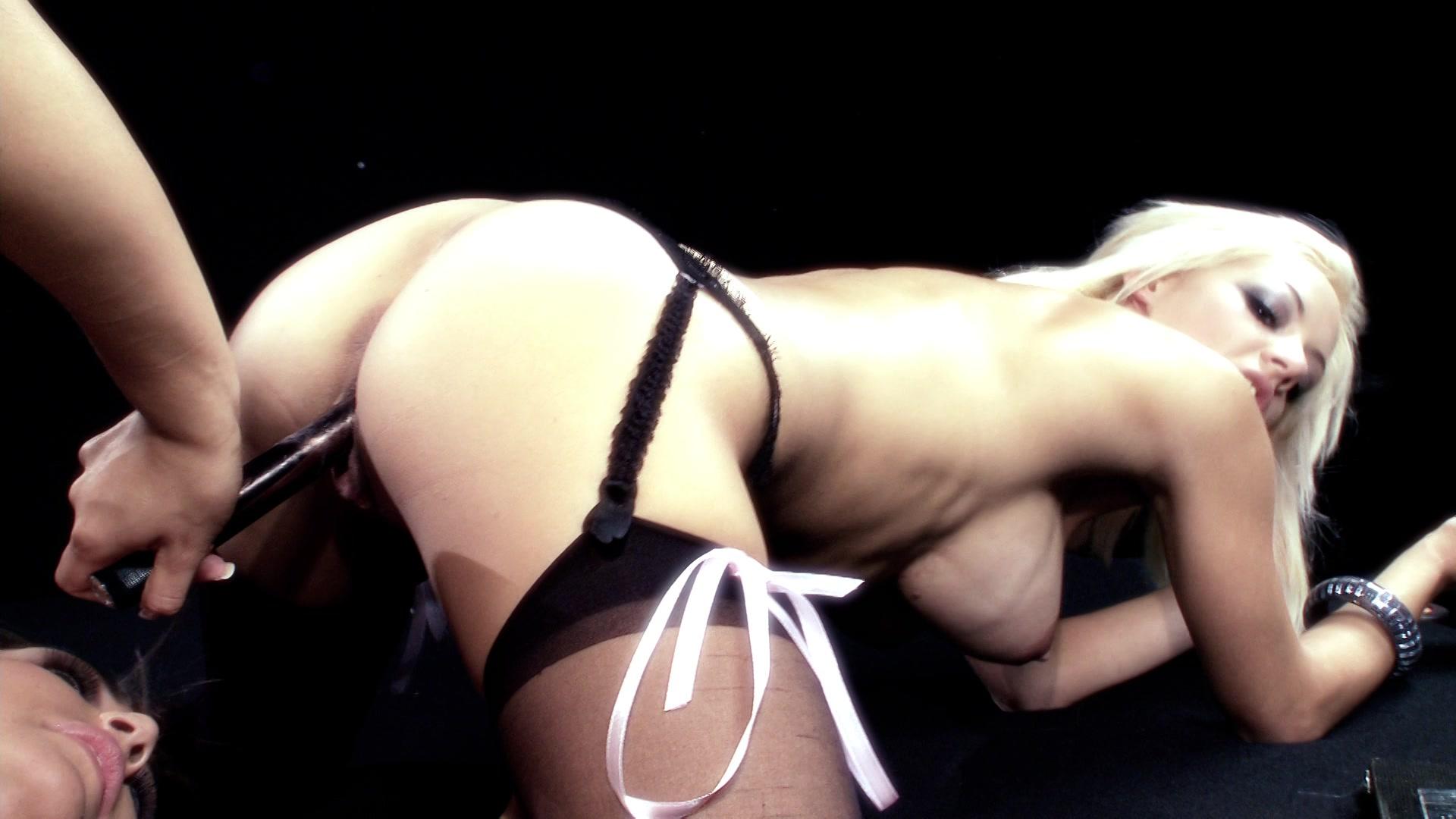 Секс машины привязанная девушка, Секс машины онлайн порно смотрите бесплатно, видео 17 фотография