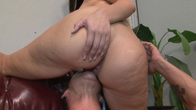 Juggy domina with huge ass is sitting s face...