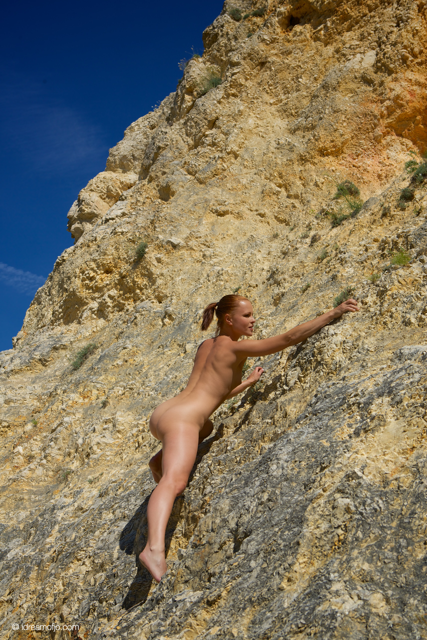 6192-Climbing naked-I Dream of Jo